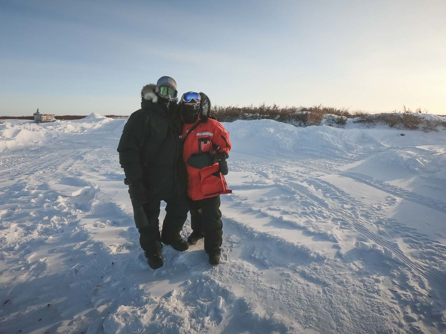 travelling couples in the arctic