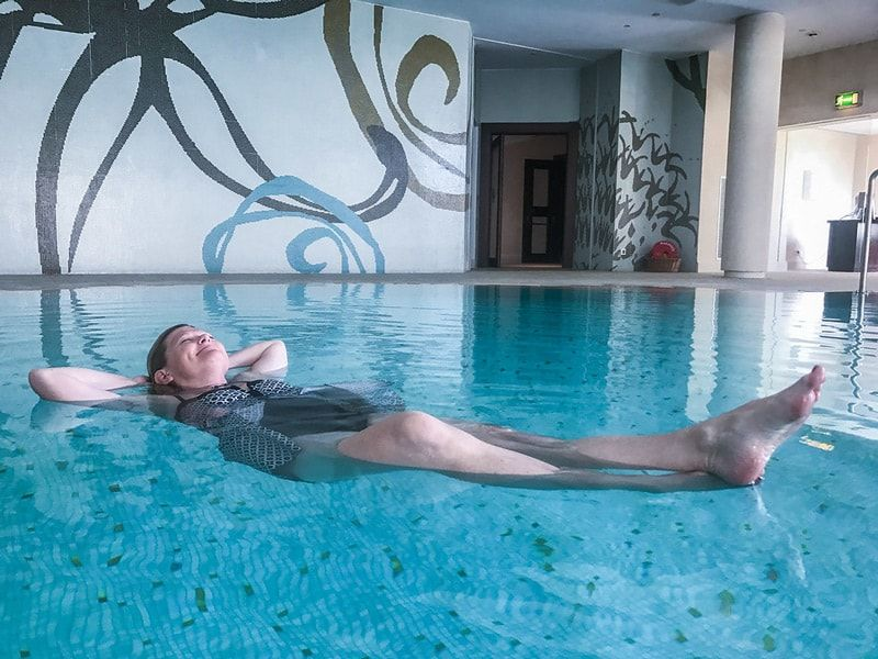 spa etiquette tips in the pool